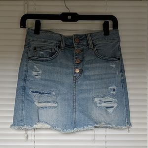 American eagle distressed jean skirt size 4